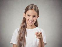 指向手指笑的少年女孩 图库摄影