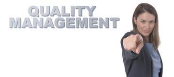 指向文本质量管理的女商人 免版税库存图片