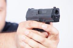 指向枪 在枪的焦点 库存图片