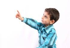 指向某事的男孩 免版税图库摄影