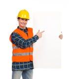 指向横幅的建筑工人。 免版税图库摄影