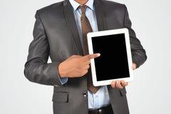 指向的商人拿着数字式片剂个人计算机和,被隔绝的ver 免版税库存图片