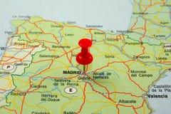 指向红色的马德里针 图库摄影
