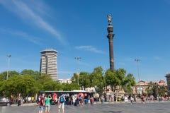 指向美国, touristst trave的克里斯托弗・哥伦布雕象 图库摄影