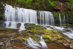 指引brecon春天瀑布 库存图片