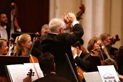 指挥Barenboim和柏林爱乐管弦乐团 免版税库存图片