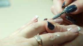 指甲油与,修指甲设备 影视素材