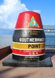 指示最南端的点的著名浮体标志在大陆美国在基韦斯特岛,佛罗里达 免版税库存图片