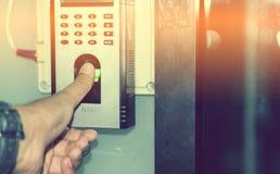 指纹扫描为打开门保安系统 库存照片