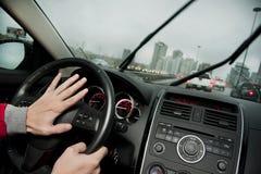 按喇叭在高速公路 图库摄影