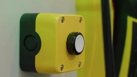 按在制造的按钮,火焰信号器单位的反射 股票录像
