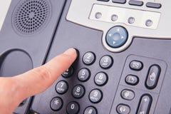 按在电话的手指数字按钮打电话 库存图片