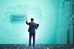 按在量子计算概念的商人真正按钮 库存照片