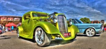 按客户要求设计的20世纪30年代雪佛兰旧车改装的高速马力汽车 免版税库存图片