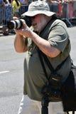 按工作在第34次每年美人鱼游行期间在科尼岛 免版税库存图片