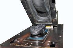 按热鞋子 在热量热化下的接合鞋底 免版税库存图片
