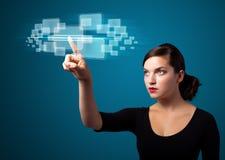 按现代按钮的高科技类型女实业家 免版税图库摄影