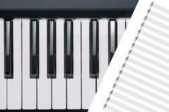 按钢琴 免版税图库摄影