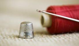 按钮画布亚麻布评定的剪刀设置了缝合的用品磁带 库存照片