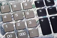 按钮计算器和美元钞票 库存图片