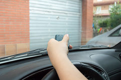 按从汽车的控制 免版税库存图片