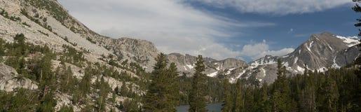 挑运在7月4日期间的声势浩大的湖 免版税库存图片