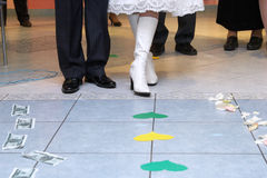 挑选货币路符号婚礼 免版税库存照片