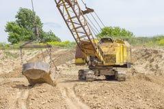 挖掘在黏土的发展砖生产的 库存图片