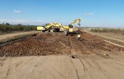 挖掘机和卡车 库存照片
