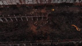 挖掘机和老工厂残骸 影视素材