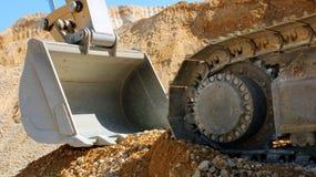 挖掘机履带牵引装置挖掘者 免版税库存照片