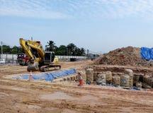 挖掘机机器用于在建造场所挖掘土壤 库存图片