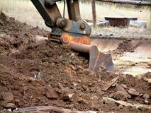 挖掘机桶在工作 免版税图库摄影