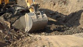 挖掘机瓢的桶岩石 股票录像