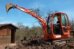 挖掘机的建筑工人 库存照片
