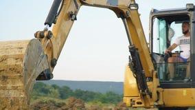 挖掘机装载卡车 股票视频