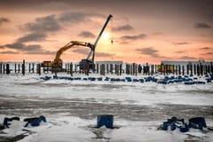 挖掘机起作用北极海岛 库存照片