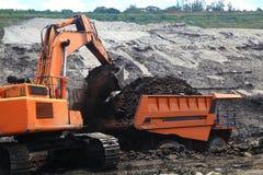 挖掘者被装载的卡车 库存图片