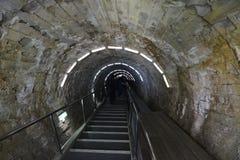 挖洞对盐矿盐沼图尔达在罗马尼亚 免版税库存照片