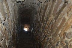 挖洞在加强,撒克逊人,中世纪教会在村庄Viscri,特兰西瓦尼亚 免版税库存图片