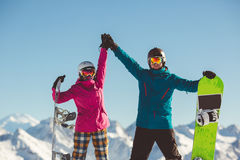 挡雪板愉快的夫妇高山山的 库存照片