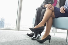 挥动与女性同事的商人的低部分在办公室 图库摄影