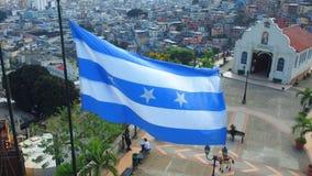 挥动在塞罗圣安娜顶部的瓜亚斯省省旗子 库存图片