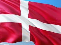 挥动在风的丹麦的旗子反对深天空蔚蓝 优质织品 库存图片
