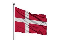 挥动在风,被隔绝的白色背景的丹麦的旗子 丹麦旗子 库存例证