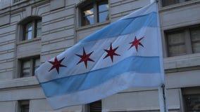 挥动在风-芝加哥,美国- 2019年6月11日的芝加哥旗子 股票录像