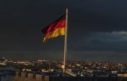 挥动的德国旗子 免版税库存照片