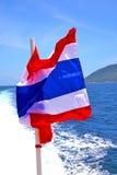 挥动的旗子亚洲kho samu海湾小岛在南中国海 图库摄影