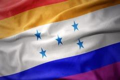 挥动的洪都拉斯彩虹同性恋自豪日旗子横幅 免版税图库摄影