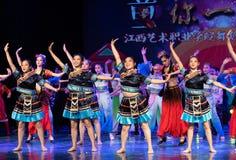 挥动的舞蹈土家族国籍 免版税库存照片